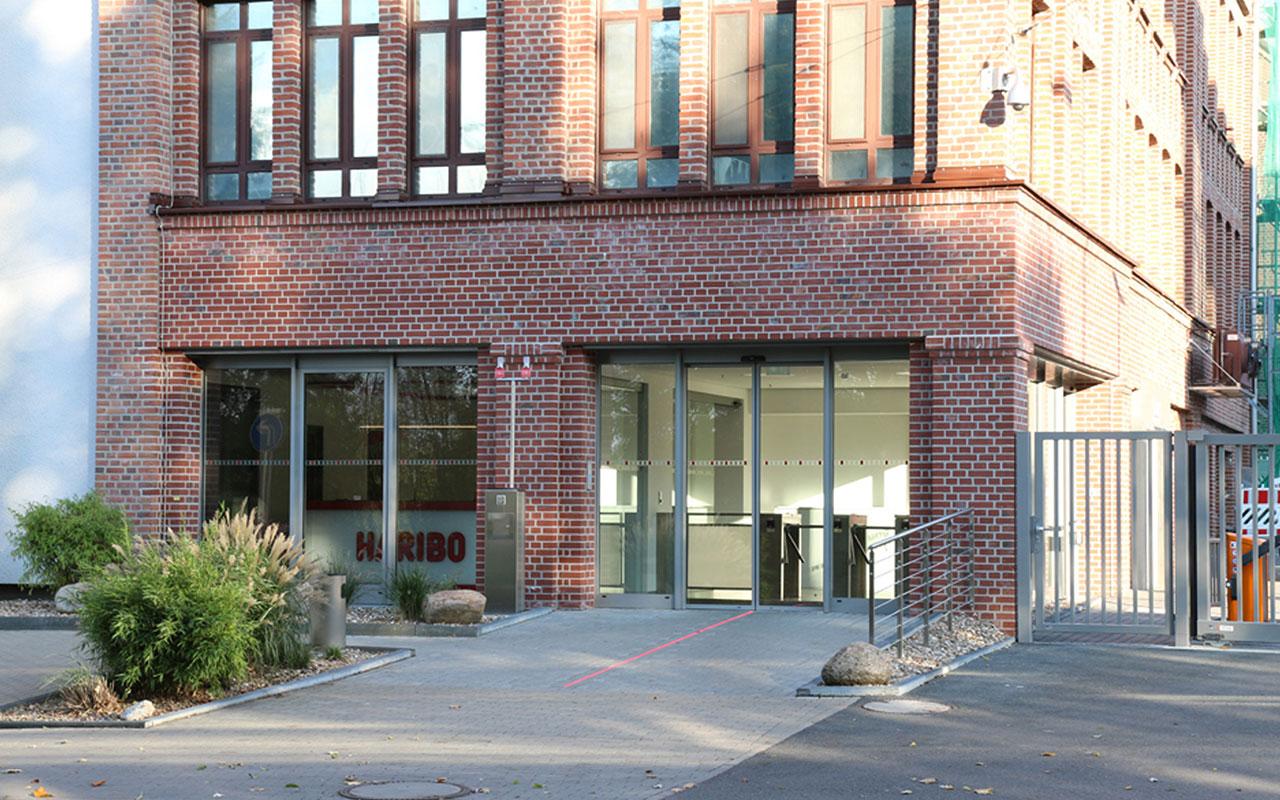 Gewerbliches Projekt Haribo Solingen Umbau Pförtnergebäude Eingang Arnulf Knoch